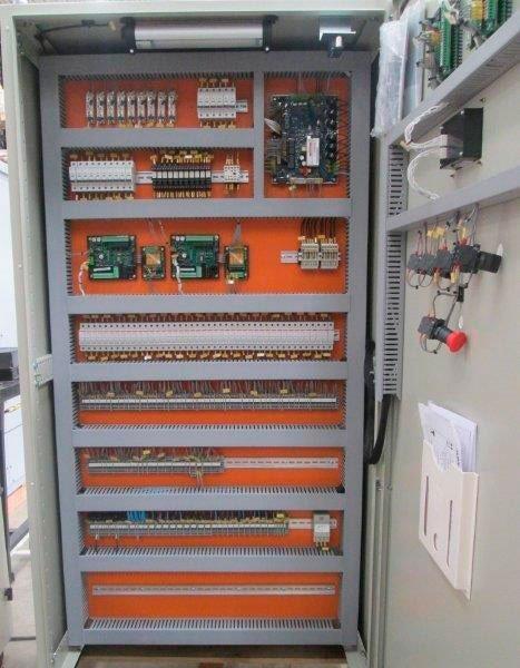 Painéis elétricos no interior de sp